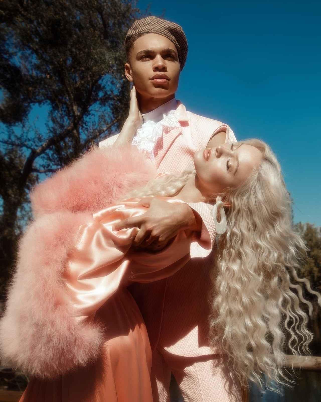 画像3: ザラ・ラーソン、恋人との写真がまるでおとぎ話のプリンセス