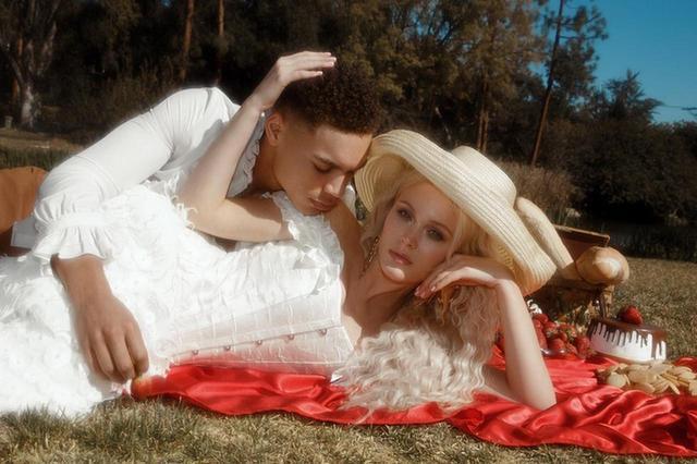 画像1: ザラ・ラーソン、恋人との写真がまるでおとぎ話のプリンセス