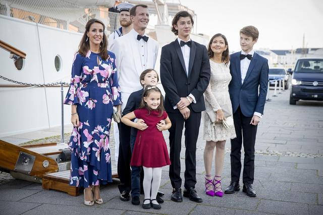 画像: ヨアキム王子は2008年にフランス人のマリー妃と再婚。2人の間にはヘンリック王子とアテナ王女が誕生している。アレクサンドラ元妃とロイヤルファミリーの関係は良好で、現在でも公務に一緒に登場することも。
