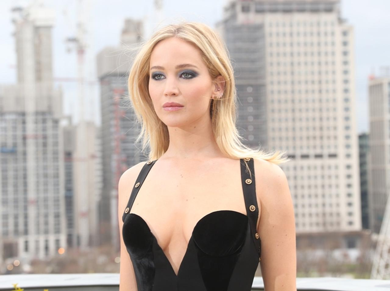 ジェニファー・ローレンス黒いドレス