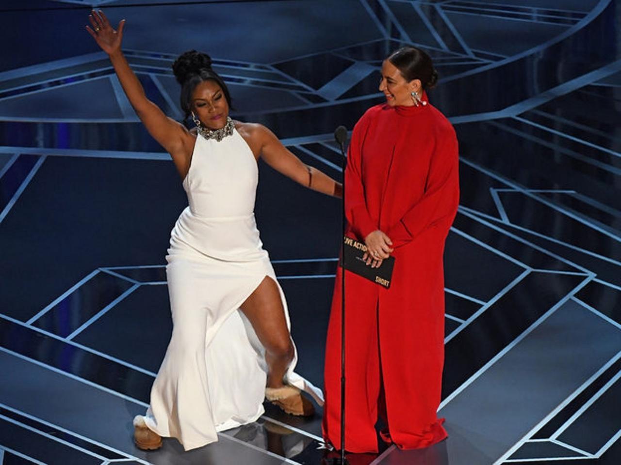 画像: アカデミー賞の舞台にて。くるくると変わる表情や大袈裟なジェスチャーや独特なアクセントも人気のヒミツ。