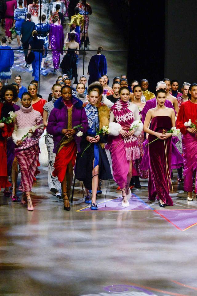 画像: 女性の団結力を見せたプラバル・グルン