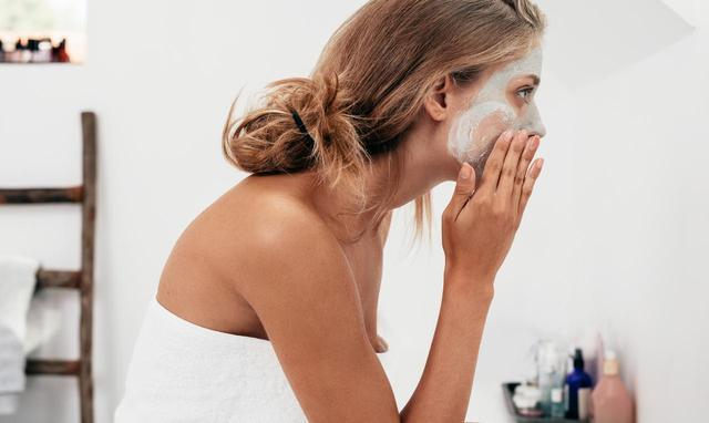 画像: ケンダル・ジェンナーの皮膚科医が教える「ニキビに強くなる」肌作り