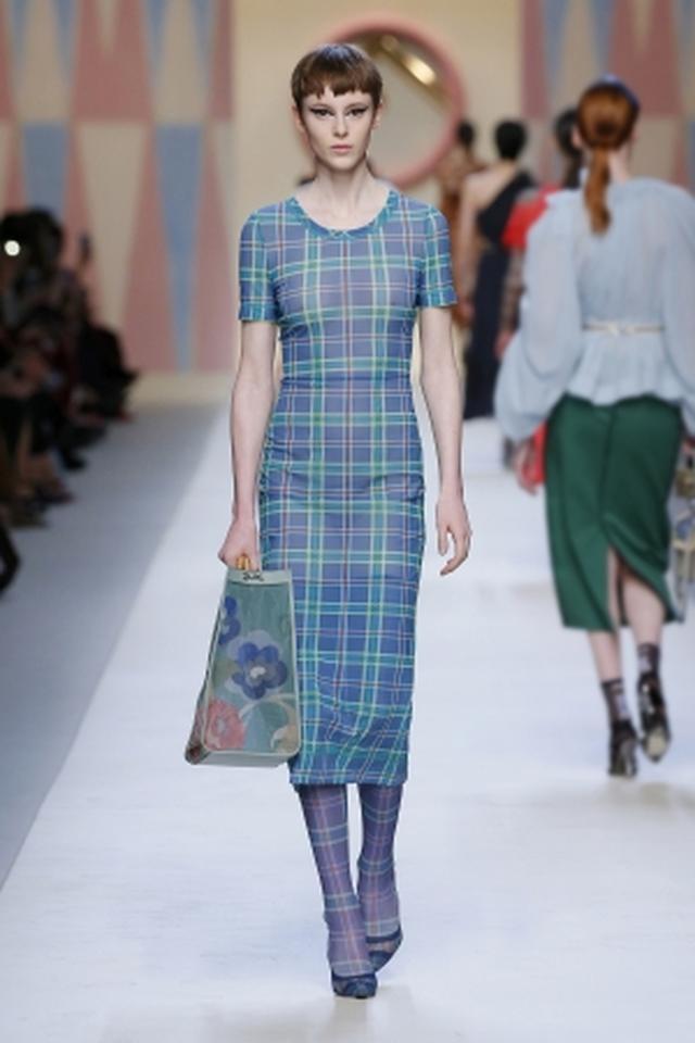 画像: ドレスは松屋銀座限定