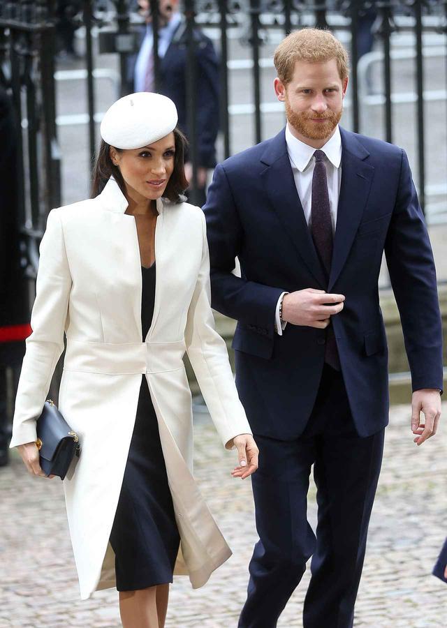 画像1: ヘンリー王子&メーガン・マークル、公務中に見せた「素」の瞬間が可愛すぎる