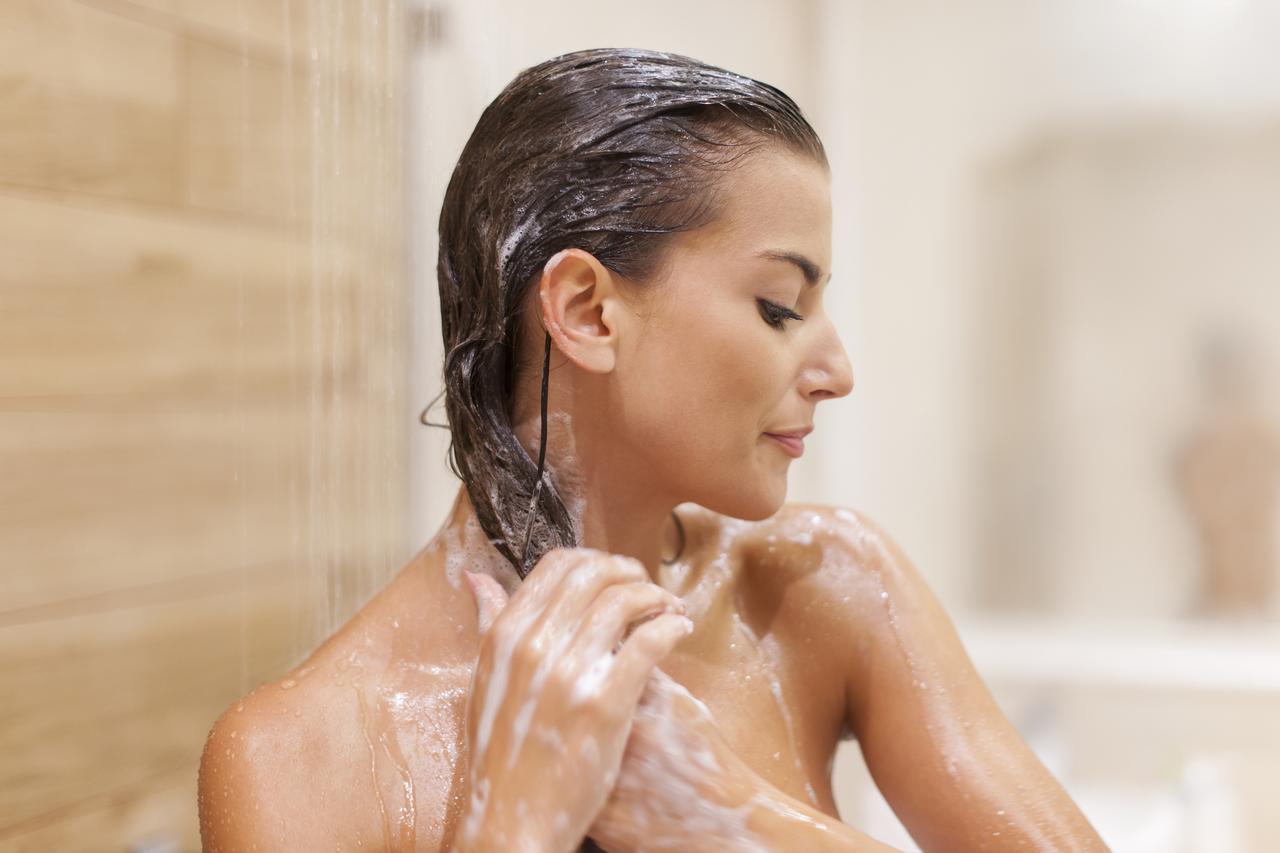 画像1: 言われて納得!プロが教える「髪質」ごとの洗うべき頻度