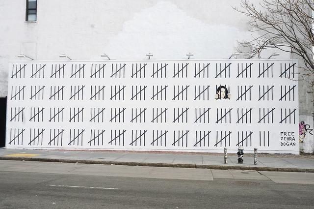 画像: 巨大な「牢獄」の絵