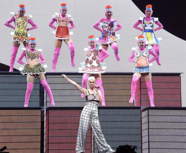 画像7: ケイティ・ペリー来日公演直前!世界で絶賛された衣装特集♥