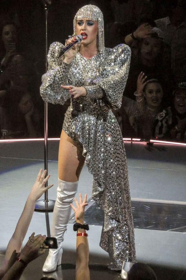 画像4: ケイティ・ペリー来日公演直前!世界で絶賛された衣装特集♥