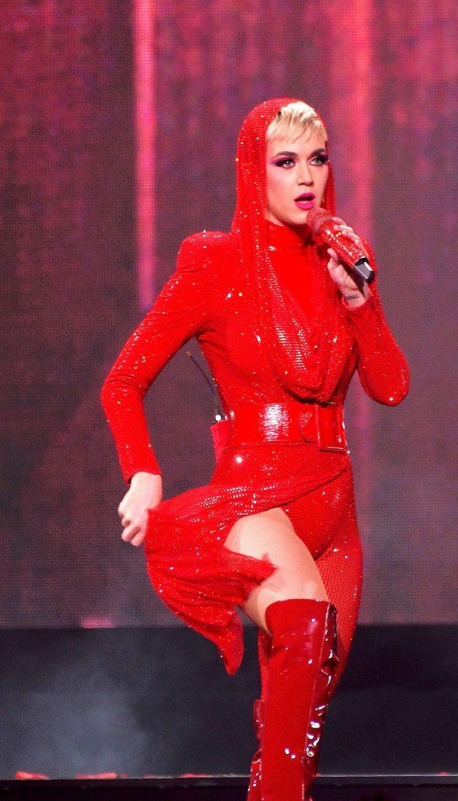 画像1: ケイティ・ペリー来日公演直前!世界で絶賛された衣装特集♥