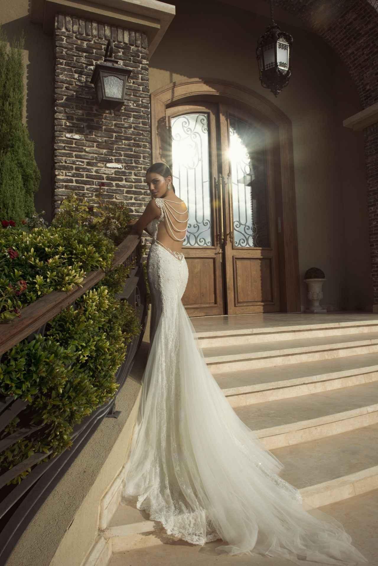画像: ※ドレスはオーダー後、一着ずつ手作業で製作するため、約5ヶ月の製作期間がかかる。