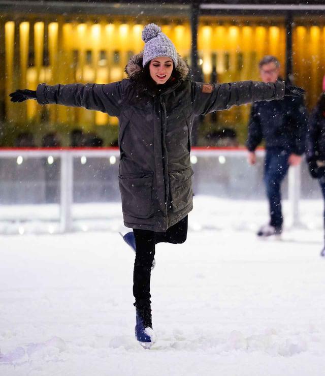 画像2: ヴィクトリア・ジャスティス、スケート場で悲惨な目に