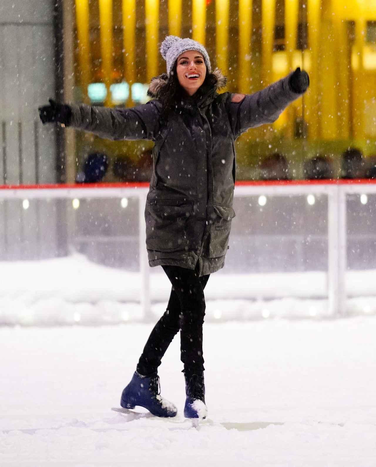 画像1: ヴィクトリア・ジャスティス、スケート場で悲惨な目に