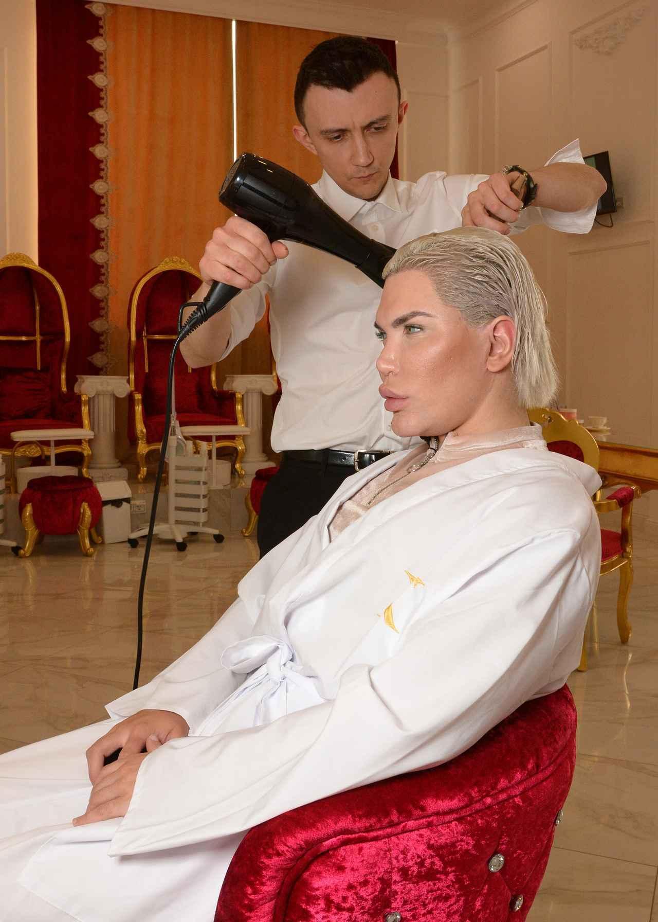 画像2: 「リアルケン」になりたい男性、美容デーはVIP待遇