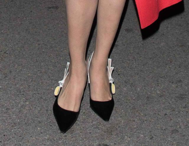 画像3: セレーナ・ゴメス流、バンドTシャツをセクシーに着こなすコーデ術