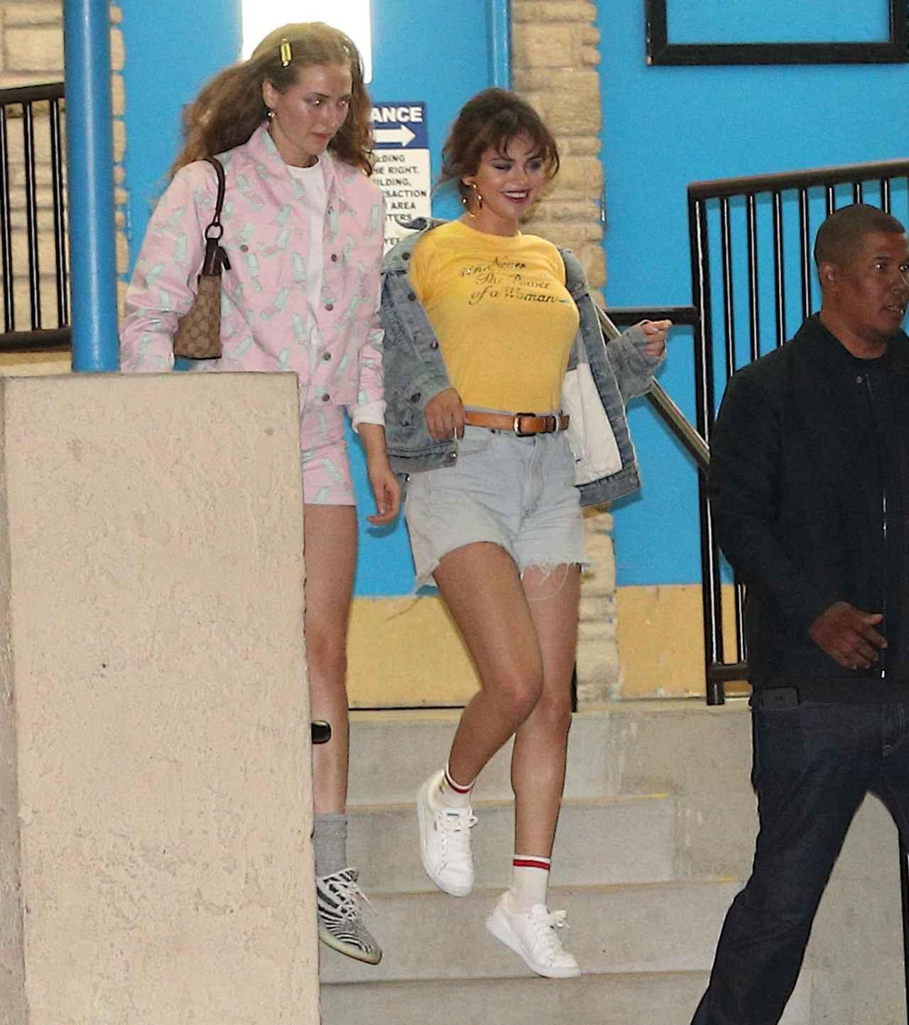 画像4: セレーナ・ゴメス、ジャスティンと破局報道後に着たTシャツのメッセージが話題