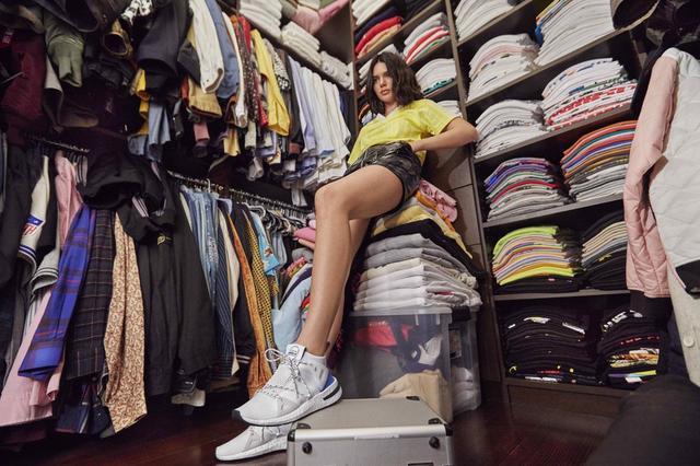画像: 公開された別のカットではこんな感じ。© Adidas / Renell Medrano