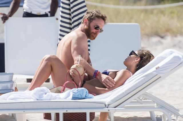 画像6: デヴィッド・ゲッタ、ウルトラ出演後に24歳年下モデルと濃厚キス