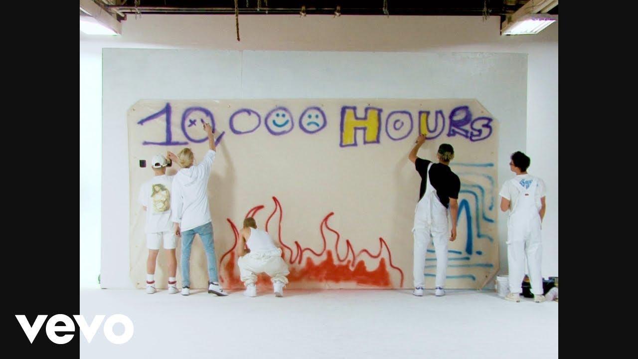 画像: PRETTYMUCH - 10,000 Hours (Official Video) www.youtube.com