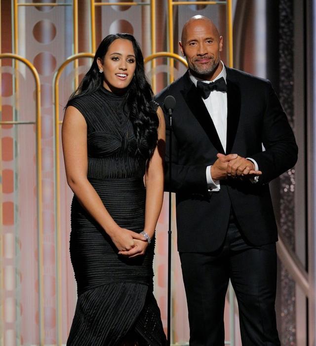 画像: プレゼンターとして登場したドウェインとアンバサダーのシモンが舞台上で父娘共演を果たす場面も。