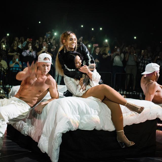 画像1: Demi LovatoさんはInstagramを利用しています:「Truly so grateful to have had this extremely special, talented and cool as fuck woman on this tour with me.. What an incredible fun sexy…」 www.instagram.com