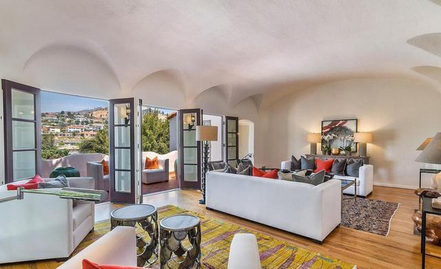 画像: 新しく住むのは、アンジェリーナ・ジョリーがご近所さんという高級エリア。 www.themls.com