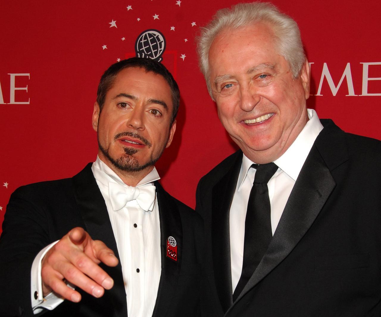 画像: 2008年にTime誌の世界で最も影響力のある人に選ばれたロバート。式典に父を同伴した。