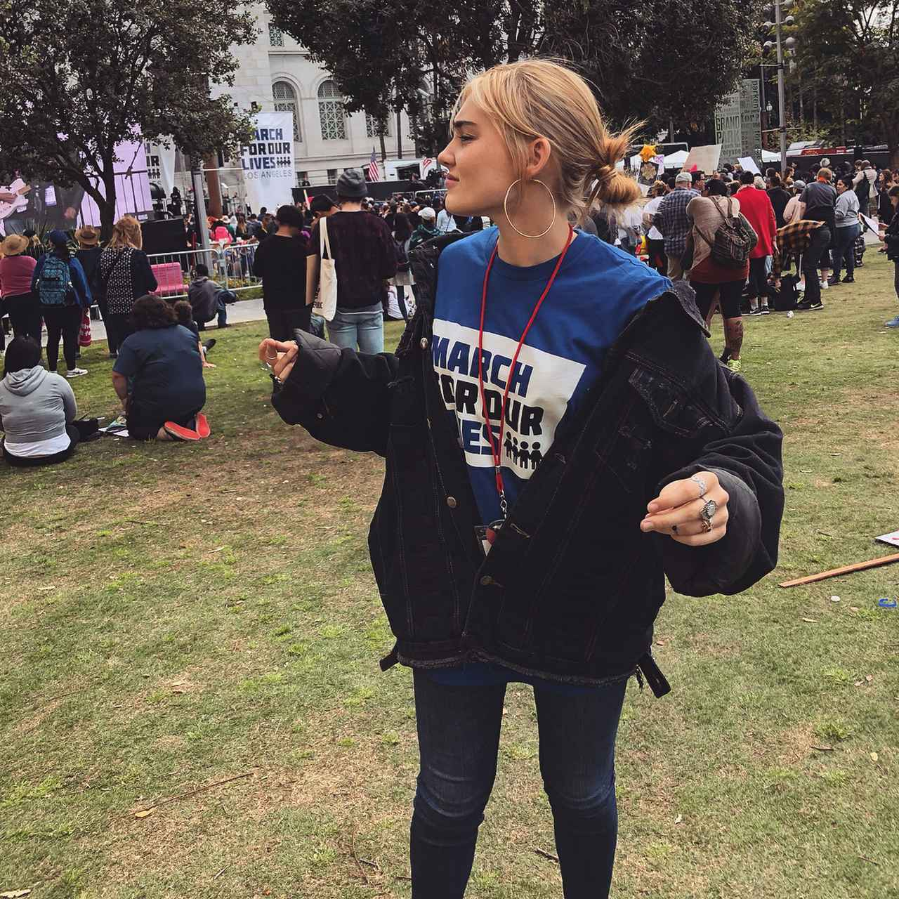画像: メグ・ドネリーは銃規制デモでスピーチを行った。 ©Meg Donnelly/Instagram