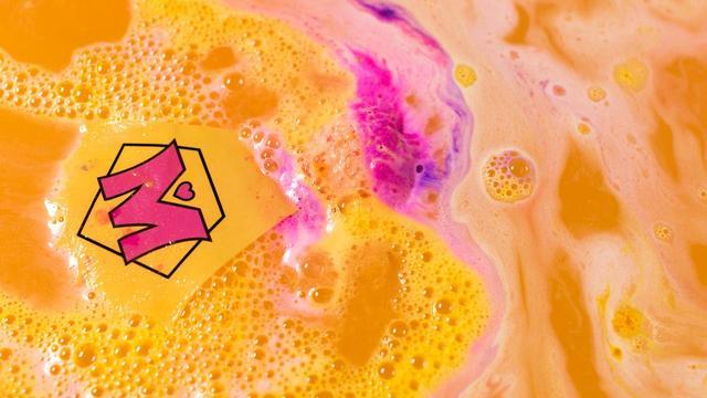 画像: マントがお風呂に浮かぶ、インクレディブル マムのバスアート