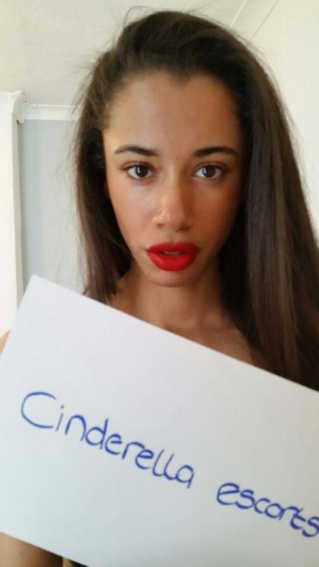 画像1: 26歳女性、マンU選手に競り勝った人気ハリウッド俳優に「処女を売る」