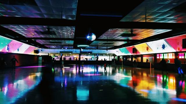 画像2: 3月27日:70'スタイルでローラースケート・リンクへ