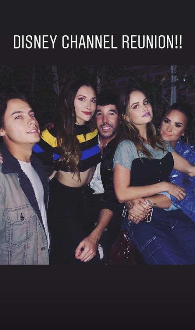 画像: 左からコール、アリソン、マシュー、デビー、デミ。©instagram/ddlovato