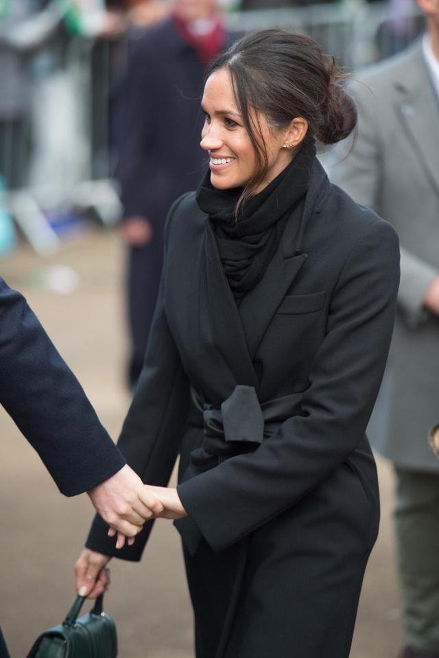 画像: 英王室専門のプロが教える!メーガン風無造作お団子ヘアを作る方法