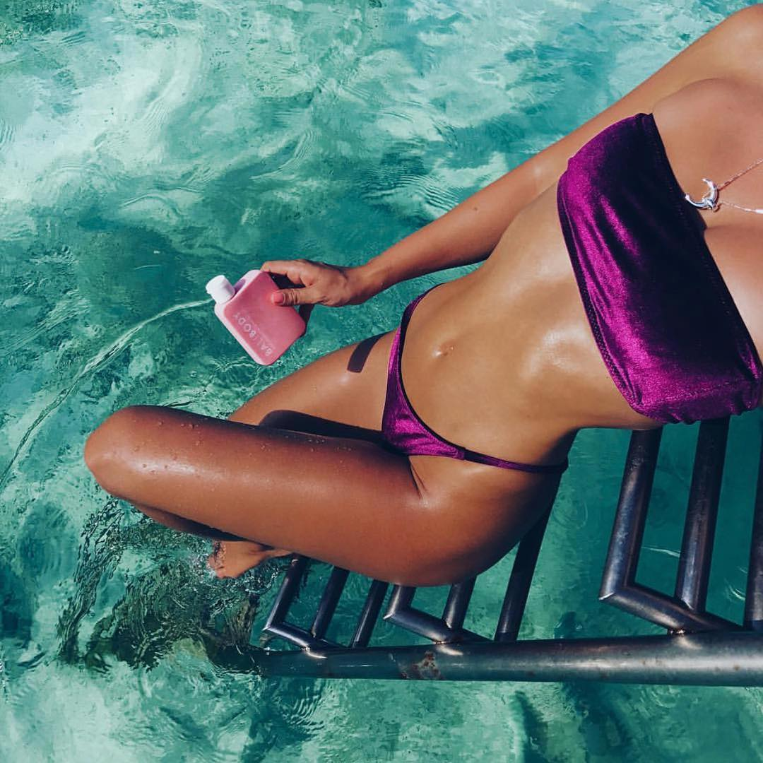 画像1: Fox SwimさんはInstagramを利用しています:「Velvet Swim  @adrianahughes wearing the KIKI top & THIRA bottoms wine velvet  Click the link in the bio to shop!」 www.instagram.com