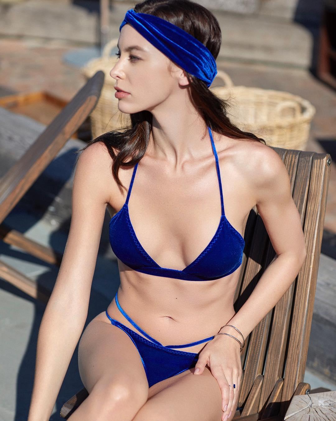 画像1: SKAYA. ❣️Velvet affair.さんはInstagramを利用しています:「Our best seller is BACK!  and now you can also get the matching #headpiece ! • • Daniele Blue Velvet Bikini \\ (Also availible in…」 www.instagram.com