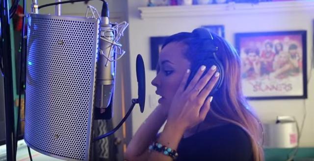 画像: ベッドルーム兼レコーディングスタジオ。 www.youtube.com