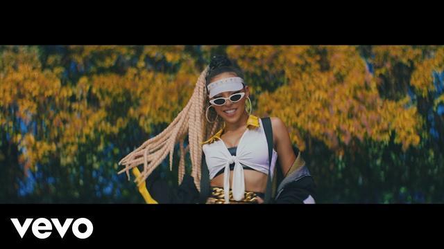 画像: 「私が欲しいでしょ」と上から目線で歌う「ミー・ソー・バッド」 www.youtube.com
