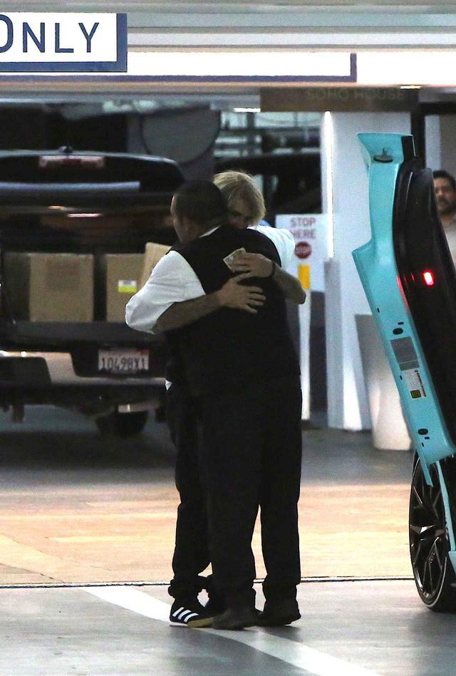 画像2: ジャスティン・ビーバーが20秒間の「熱い抱擁」を交わした相手が意外すぎる