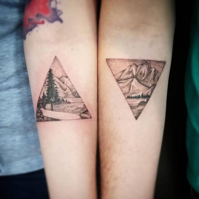 画像1: Daniel CurryさんはInstagramを利用しています:「Fun couples tattoo I did a little while back! I proudly use @dabtattoocream and @peakneedles #blackandgreytattoos #nature #mountains…」 www.instagram.com