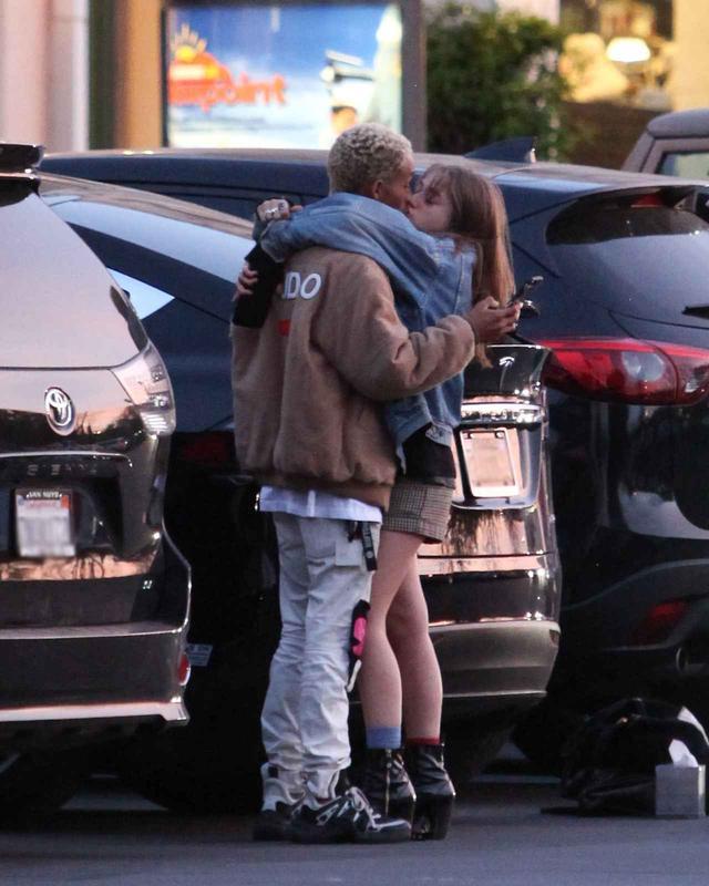 画像5: ウィル・スミス息子、2世女優の恋人と駐車場で堂々とキス