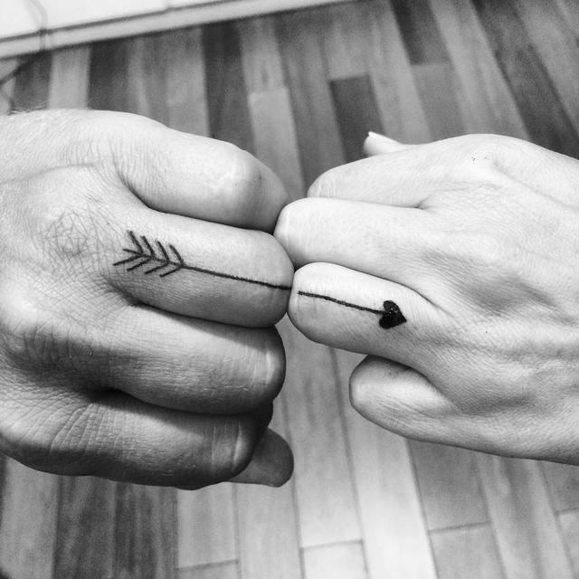 画像1: Giulia Bini さんはInstagramを利用しています:「A aliança de casamento da Mariana e do Charles  . #tattoo #tatuagem #weddingring #balneariocamboriu #ink #coupletattoo #recemcasados #love」 www.instagram.com