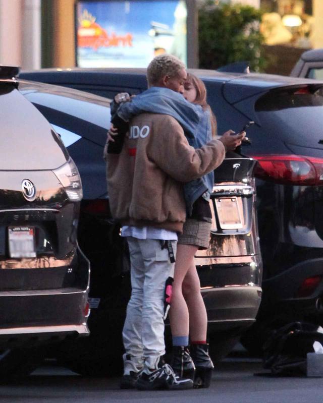 画像3: ウィル・スミス息子、2世女優の恋人と駐車場で堂々とキス