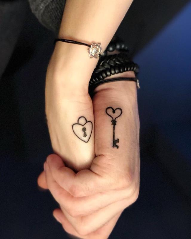 画像1: LinewerkさんはInstagramを利用しています:「#couplegoals #coupletattoo #love #goodtimes #youneverwalkalone #tattooed #taouage #bern #bärn #gümligen #schweiz #swiss #switzerland…」 www.instagram.com