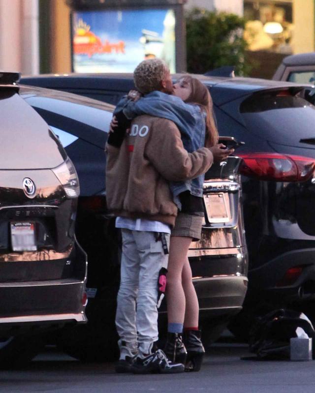 画像4: ウィル・スミス息子、2世女優の恋人と駐車場で堂々とキス