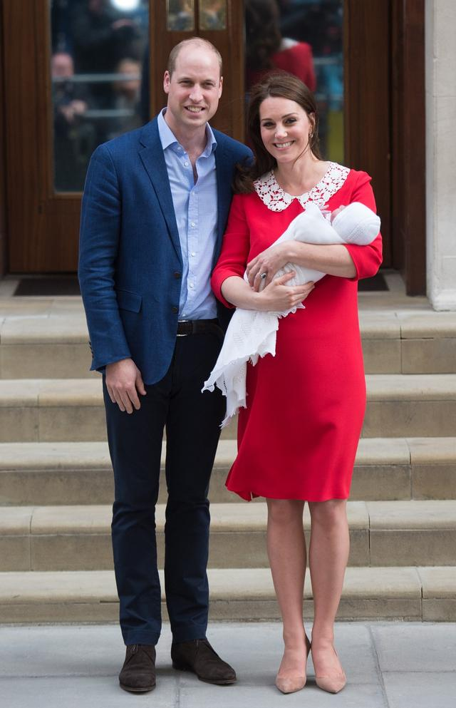 画像1: キャサリン妃が第3子のお披露目に選んだ「赤いワンピース」に感動する人続出