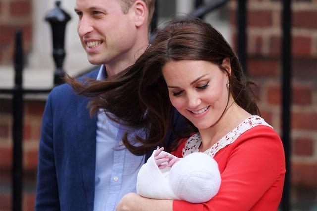 画像1: 【速報】キャサリン妃&ウィリアム王子の第3子がお披露目!