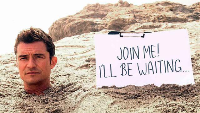 画像: 砂に埋まって「一緒に遊ぼうよ!」