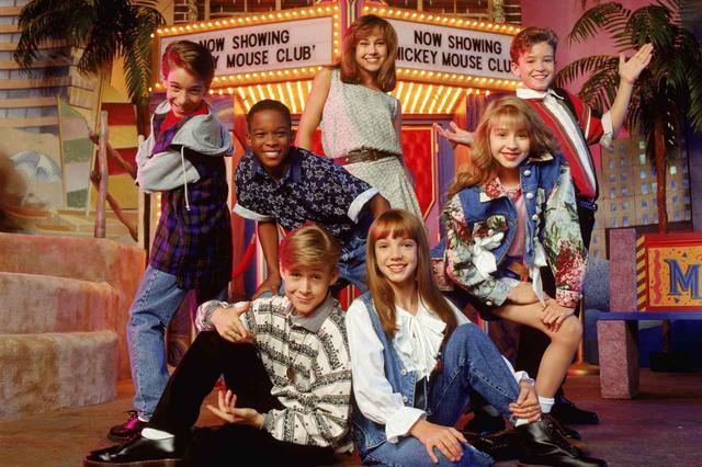 画像: 上の一番右端から順に時計回りに、ジャスティン、クリスティーナ、ブリトニー、ライアン。