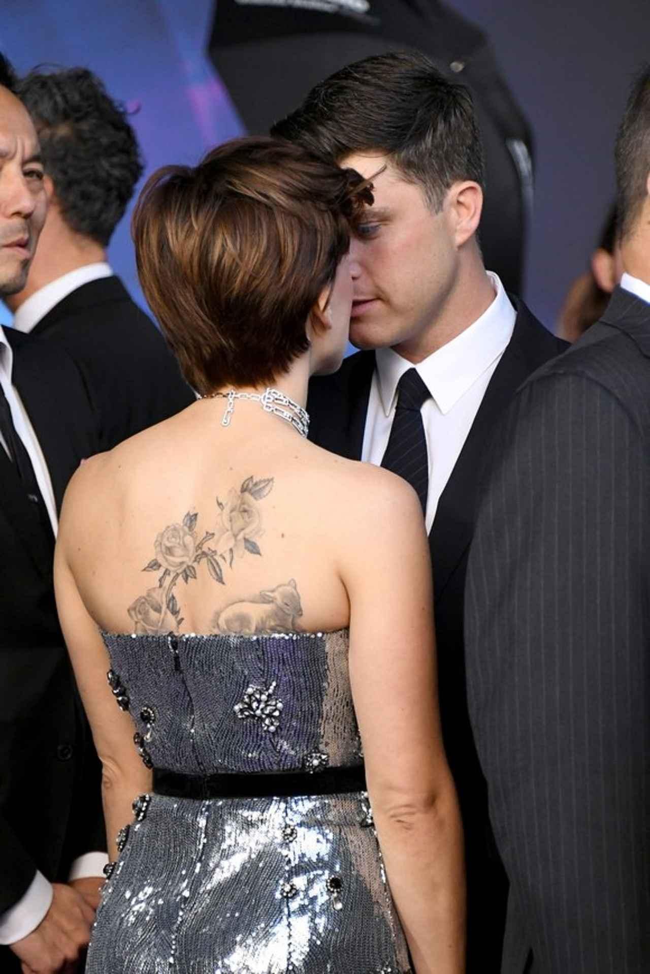 画像2: 美背中の「巨大タトゥー」がチラリ