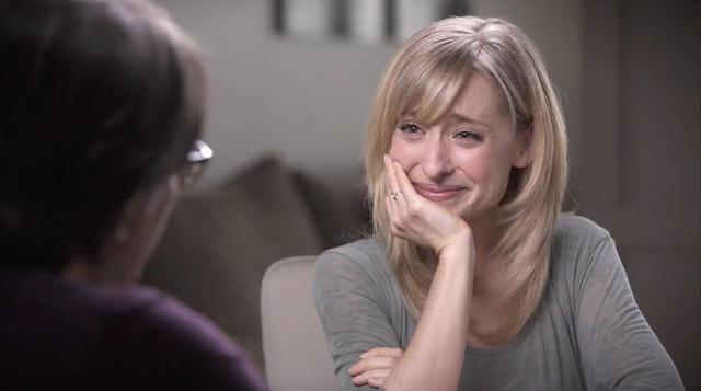 画像: 目を輝かせてラニエール被告と談笑するアリソン。